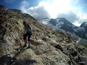 Alpinwanderweg lejövet a Tierbergli Hüttétől