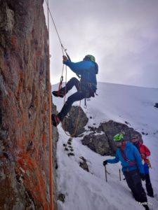 Önmentés = pruszikolás, téli magashegyi tanfolyam