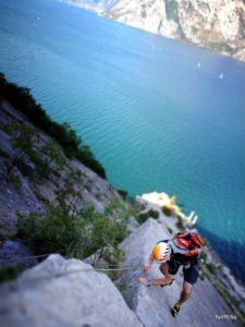 A Garda-tó felett sziklát mászni elég pazar élmény