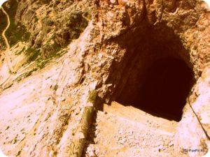 Világháborús alagút bejárat a Forcelle via ferrata-n