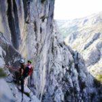 Rengeteg olyan több kötélhosszas sportmászó út van, ahol jól jöhet egy kis trad sziklamászó tudás
