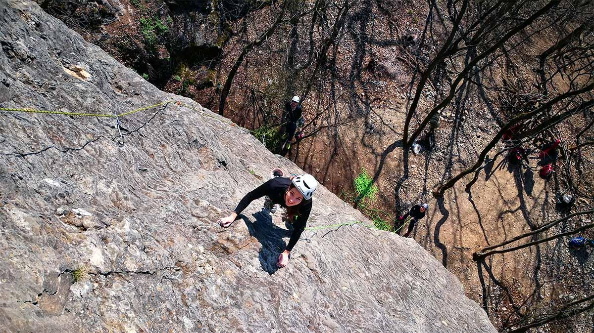 Kezdő sziklamászó tanfolyam diákoknak Magyarország szikláin